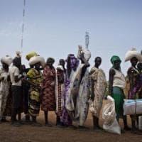 Sudan, Bashir correrà per un terzo mandato mentre il Paese precipita nella