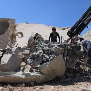 "Siria, raid di Damasco: ""53 morti, 28 bambini"". Telefonata Macron-Trump"