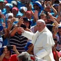 Piazza San Pietro invasa dai giovani. Il Papa:
