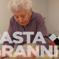 """""""Pasta Grannies"""", così le nonne italiane sono diventate le web star della cucina"""