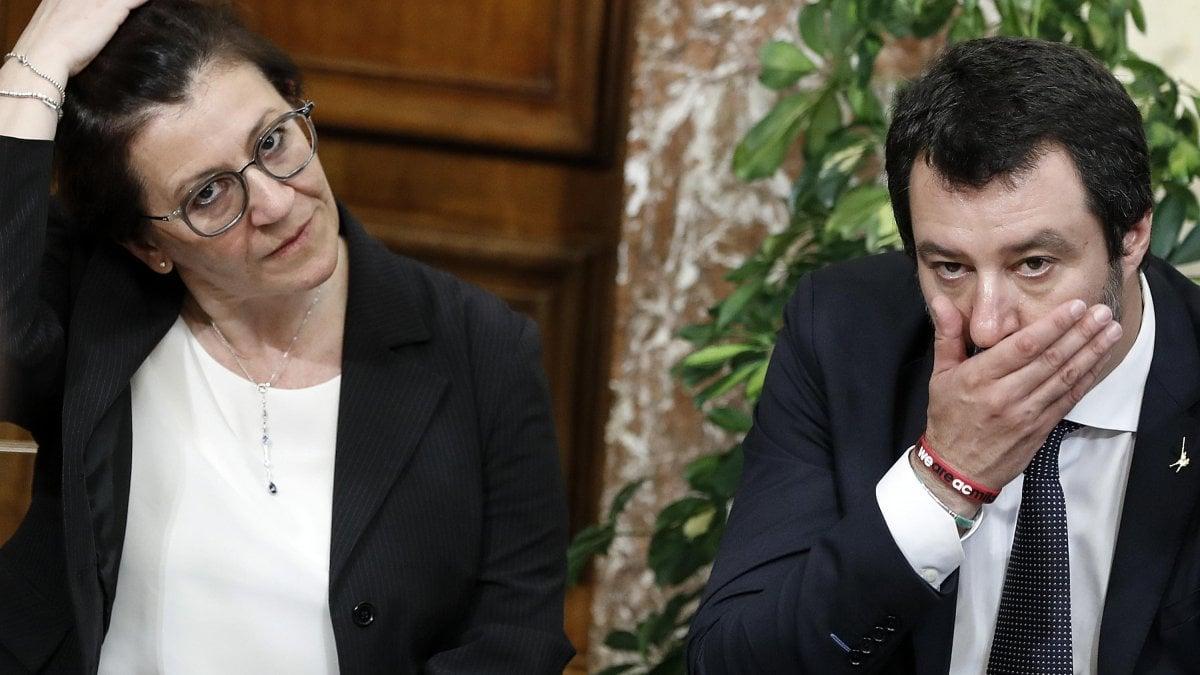 """""""Un'idea romantica"""". Il ministero della Difesa boccia l'idea di Matteo"""