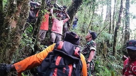 Indonesia dodicenne l'unico sopravvissuto di un incidente aereo