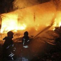 Siria, esplosione nella provincia di Idlib: almeno 36 morti, tra cui 29 donne e bambini