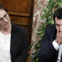 """Leva obbligatoria, la ministra Trenta boccia Salvini: """"Idea romantica"""""""