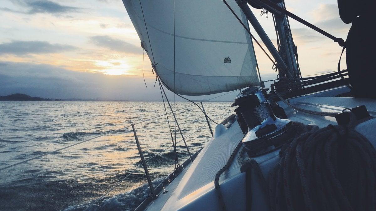 A 1500 chilometri dalla costa, in una barca semidistrutta da