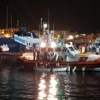 Migranti, altri 100 arrivi a Lampedusa. La Tunisia ferma 9 jihadisti diretti in Italia....