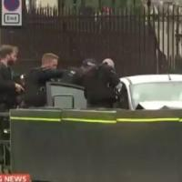 """Londra, auto si lancia contro barriere del Parlamento. ha un nome il """"sospetto t..."""