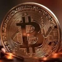 Bitcoin sotto i 6000 dollari, la criptovaluta ai minimi da giugno