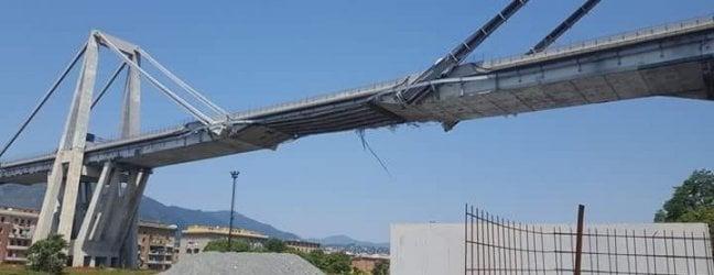 Un'immagine del ponte Morandi una settimana fa