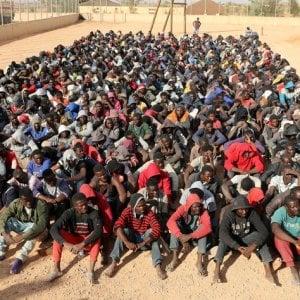 Libia, le milizie sgomberano e disperdono all'interno del Paese 2.000 persone sfollate