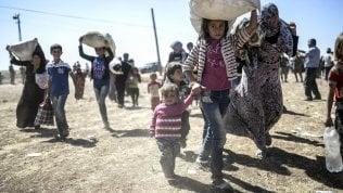 Le milizie sgomberano e disperdono all'interno del Paese 2.000 persone sfollate