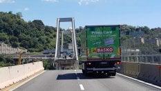 Il camion simbolo della tragedia ancora in moto sul viadotto