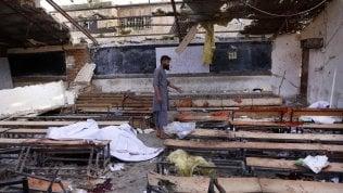 Caos Afghanistan: kamikaze a Kabul tra i giovani diplomati, almeno 48 studenti uccisi