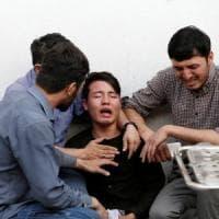 Caos Afghanistan: kamikaze a Kabul tra i giovani diplomati, almeno 48 studenti