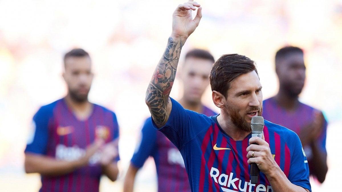 BARCELLONA - Esordio da capitano per Leo Messi al Camp