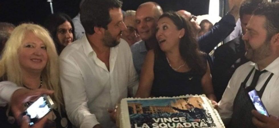 Genova, nella notte della tragedia Salvini festeggia coi leghisti di Messina. Orfini...