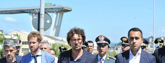 """Genova, Di Maio: """"Benetton non ci pagava campagne"""". Renzi: """"Bugiardo o sciacallo"""""""