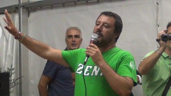 """Pontida, nel santuario della Lega Salvini contestato da diciassettenne: """"Fascista, rovini l'Italia"""""""