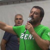 Pontida, nel santuario della Lega Salvini contestato da diciassettenne: