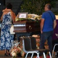 Tra rabbia e voglia di riservatezza 17  famiglie dicono no ai funerali di