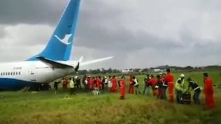 Aereo atterra fuori pista: blackout e panico a bordo