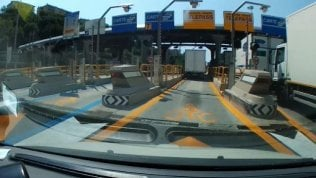 Genova nel caos: 50 minuti di coda per uscire dall'autostrada