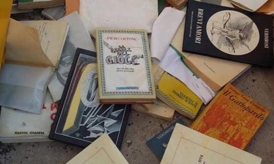Gettano libri in strada, incivili beffati dal karma: c'è la prima edizione del Gattopardo e vale circa mille euro