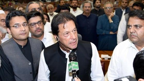 Pakistan, l'ex star del cricket Imran Khan è il nuovo primo Ministro
