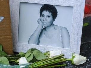 Aretha Franklin, i funerali nella chiesa che salutò l'attivista Rosa Parks: attesi gli Obama