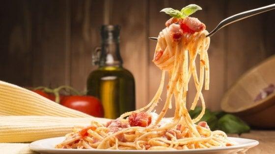 La dieta migliore? Vietato togliere i carboidrati: meglio mangiare pasta e pane