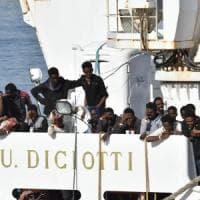 Caso Diciotti, la Farnesina chiede l'intervento dell'Europa per suddividere i 177...