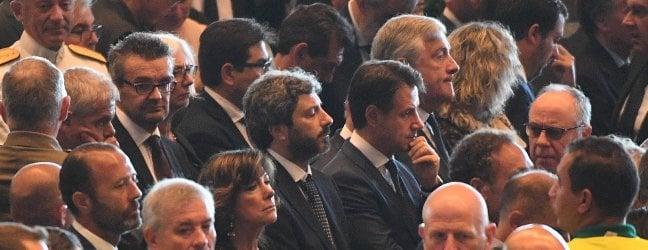"""Crollo ponte Genova, Conte: """"Non lasciamo sola la città. Subito una casa agli sfollati"""""""