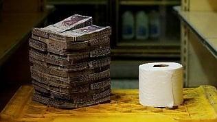 Venezuela: ora un rotolo di carta igienica costa 2,6 milioni