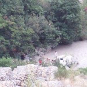 Parco del Pollino, la pioggia ingrossa il torrente: 11 vitti