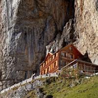 Svizzera. La guesthouse nella roccia è in vendita. Forse chiuderà