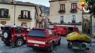 Campania in lutto: morti nella piena un'avvocata e due coniugiUn poliziotto e due giovani modelle le vittime pugliesi