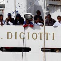 Nave Diciotti a Catania per