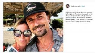 Toninelli si fa un selfie al mare e lo posta su Instagram: è polemica