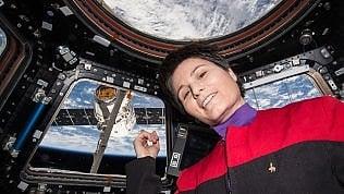 """Astrosamantha: """"Sono pronta a volare ancora. Guardo la Luna"""""""