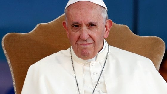 Pedofilia, Papa Francesco in Irlanda incontrerà vittime di abusi