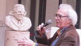Vincino con il busto Gobbo di marmo