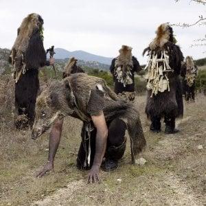 Vinicio Capossela contro gli uomini bestia
