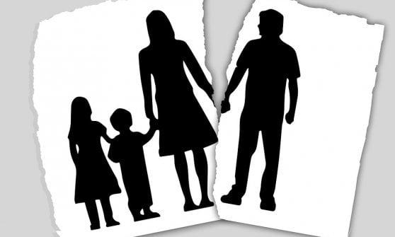 Riforma affido: via assegno di mantenimento per i figli e assegnazione casa ma aumentano costi della separazione