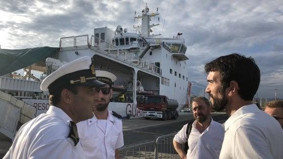 """Nave Diciotti, Salvini: """"Soltanto i bambini possono scendere"""". Il premier Conte: """"La Ue batta un colpo"""""""