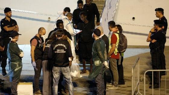 """Nave Diciotti, Di Maio: """"Se la Ue non accetta i migranti, stop ai contributi italiani"""""""