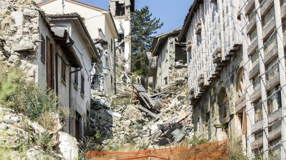 Terremoto, ricostruita meno di una casa su 10. E tremila sfollati vivono ancora in albergo