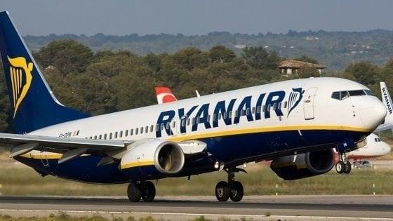 Ryanair, niente più bagaglio a mano gratis
