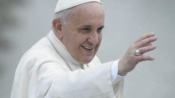 """Pedofilia, il Papa in Irlanda: """"La Chiesa ha fallito e io mi vergogno"""""""
