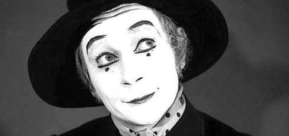 È morto Lindsay Kemp, il rivoluzionario maestro di danza che ispirò anche Bowie