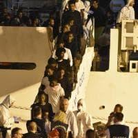 Catania, lo sbarco dei migranti dalla Diciotti
